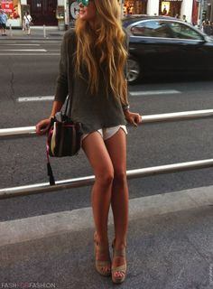 the top, the bag, the shoes; I love how such a laid-back, chill ensemble [ahn-sahm-buhl] can look so damn sexy. #outfits #clothing