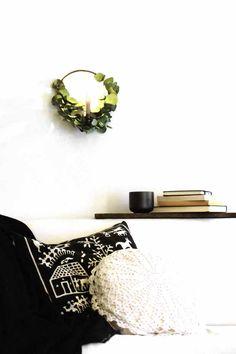 Ein Kranz mit multipler Persönlichkeit - aber warum entscheiden, wenn man mehr sein kann? I DIY I Anleitung I Eukalyptus Kranz für Tisch und Wand I Weihnachtsdeko I minimalstisch