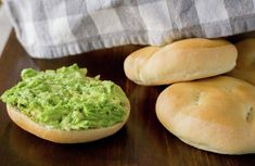 Pan amasado | En Mi Cocina Hoy Bagel, Avocado Toast, Guacamole, Breakfast, Ethnic Recipes, Food, Breads, Salads, Recipes