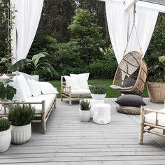 charming boho garden ideas for outdoor living decor. Patio Furniture Sets, Garden Furniture, Outside Furniture, Furniture Dolly, Recycled Furniture, Boho Garden Ideas, Terrasse Design, Outdoor Living, Outdoor Decor