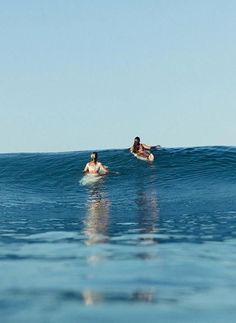 Surf photography of two girls in the ocean Beach Aesthetic, Summer Aesthetic, Summer Surf, Summer Vibes, No Wave, Surfing Pictures, Surf Girls, Surfs Up, Disney Channel