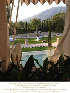 un magico affaccio sul panorama verde delle montagne del Sannio. Un giardino segreto che si svela allo sguardo degli ospiti che sceglieranno la sala dei poeti..