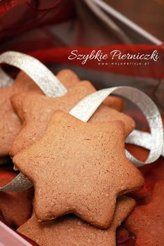 Pin by Joanna Omeljaniuk on Food Christmas Sweets, Christmas Baking, Cookie Bars, No Bake Cake, Gingerbread Cookies, Sweet Recipes, Baking Recipes, Food Porn, Food And Drink