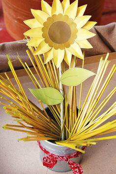 cute craft project for the kiddies to make me. Would look great on a window sill of my sunflower themed kitchen