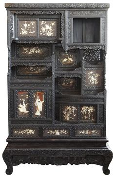 ORNATE 19TH CENTURY JAPANESE CURIO CABINET