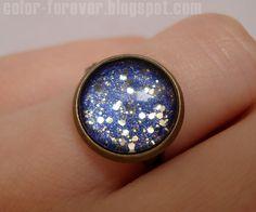 Lakierowa biżuteria: pierścionek niebo i gwiazdy