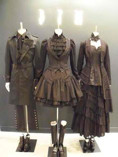 Steampunk formal wear--I don't really care for steampunk all one colour (some tans or golds would look perfect with this) but somehow this really works. I like the noir-style steampunk on the left. Costume Steampunk, Mode Steampunk, Style Steampunk, Victorian Steampunk, Steampunk Clothing, Victorian Fashion, Gothic Fashion, Look Fashion, Womens Fashion