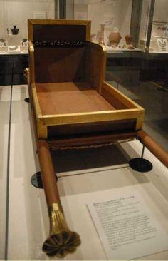 La chaise à porteur de la reine Hetepheres, épouse de Snefrou et mère de Khéops, IVème dynastie.