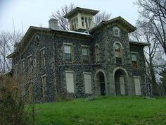 I would love to restore this house...