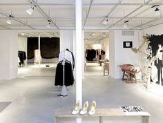 RA Boutique and Event Space in Paris & Antwerpen Weekender, Antwerp Belgium, Buy Windows, Workplace Design, Famous Places, Shopping Stores, Ann Demeulemeester, Boutique, Travel Belgium
