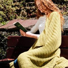 Kathleen Aran Blanket Knitting Kit A Irish yarn blanket knit kit, inspired by the landscape of the Emerald Isle. Using a worsted-weight yarn, this blanket will keep you warm and cozy through the coldest of winters. Knitting Kits, Easy Knitting, Loom Knitting, Knitting Patterns, Mittens Pattern, Beanie Pattern, Circular Knitting Needles, Shawl Patterns, Knitted Bags