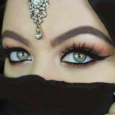 Fantasy, fairytale - Arabic and Amazigh tales - Eye Makeup Most Beautiful Eyes, Cute Eyes, Stunning Eyes, Gorgeous Eyes, Beautiful Hijab, Pretty Eyes, Egyptian Makeup, Arabic Makeup, Arabian Women