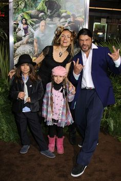 Robert Trujillo (Metallica) is a proud father of two awesome little rockers!