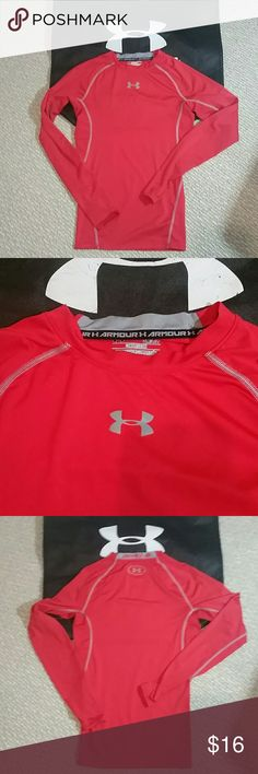 Men's under Armour small heat gear top Almost like new Size small for men's fit on youth size large  Please note this compression top so it will be fitted not loose Long sleeves heat gear top No flaws   Firm on the price Under Armour Shirts Tees - Long Sleeve