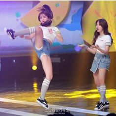 Best 6 Woaahh uhh anyone wanna tell me who dis cute ass girls are? What kpop group are they? Sexy Asian Girls, Beautiful Asian Girls, Jeon Somi, Female Poses, K Pop, Japanese Girl, Kpop Girls, Korean Girl, Cosplay