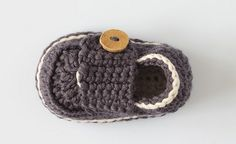 Crochet Baby Beanie, Baby Blanket Crochet, Baby Knitting, Crochet Bebe, Crochet For Boys, Girl Beanie, Baby Boy Shoes, Crochet Baby Booties, Crochet Purses