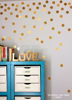 10 paredes de lunares irresistibles (o de cómo hacer la tuya: de colores, dorados, con vinilo, papel, pintados...) · 10 dotted walls (and how to create your own)