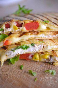 Quesadilla z kurczakiem - kuchniabazylii.pl - blog kulinarny Snack Recipes, Snacks, Chicken Wraps, Calzone, Tortellini, Diy Food, Sandwiches, Food And Drink, Healthy Eating