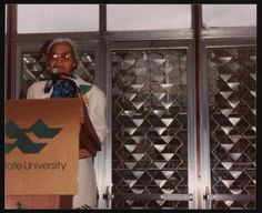 [Rosa Parks at a Wayne State University event, Detroit, Michigan, 1990] | Library of Congress