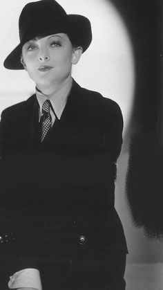 """Myrna Loy in a publicity photo for """"The Thin Man"""", 1934 Vintage Hollywood, Hollywood Glamour, Hollywood Stars, Classic Hollywood, Hollywood Divas, Thin Man Movies, Nick And Nora, William Powell, Drag King"""