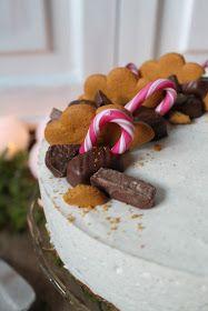 Joulun maut juustokakussa. Glögin kanssa tarjottavaksi tai Joulun jälkiruokapöytään hyvä tarjottava. Pohja: 150 g piparkakku... Food Inspiration, Cereal, Flora, Cheesecake, Baking, Breakfast, Desserts, Christmas, Morning Coffee