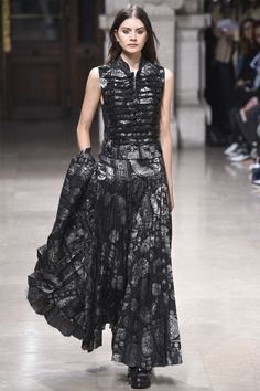 http://www.vogue.com/fashion-shows/spring-2016-ready-to-wear/a-f-vandevorst/slideshow/collection