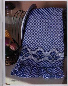 ......Artes da Pi: Pano de prato bordado em tecido xadrez