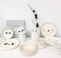 Scandinavian style stoneware crockery collection from liewood makes Children mealtimes fun. Kids Dinner Sets, Scandinavian Kids, Baby Weaning, Baby Time, Ceramic Clay, Baby Accessories, Wooden Boxes, Nursery Decor, Stoneware