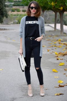 #casual #looktheday #jeans #sweatshirt #ootd #outfit #style #fashion #streetstyle #totalblack #instyle #chic