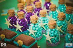 Bolinhas de chocolate coloridos da festa da pequena sereia