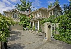 Pretty sick photography of a home in Seattle I found at seattlehomesinsider.com.
