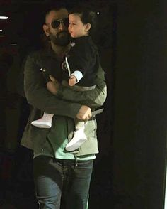 Not only a gud cricketer. But also a gud father. This is Dhoni. No one can take his place. Me Dhoni, Ziva Dhoni, Dhoni Quotes, Ms Dhoni Photos, Ms Dhoni Wallpapers, Ravindra Jadeja, Cricket Wallpapers, World Cricket, 4k Wallpaper For Mobile