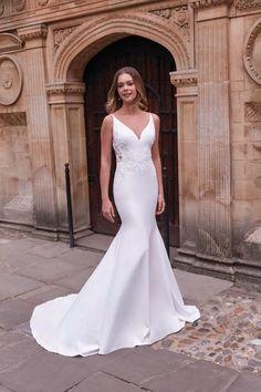 Adore by Justin Alexander Style 11191 Detailed Back Wedding Dress, Minimal Wedding Dress, Outdoor Wedding Dress, Classic Wedding Dress, Perfect Wedding Dress, Dream Wedding Dresses, Designer Wedding Dresses, Girls Dresses, Flower Girl Dresses