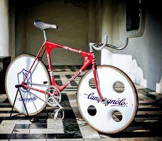 bisikleta: Rossin Track (by Father_TU) Bicycle Decor, Bicycle Design, Fixed Gear Bike, Bike Frame, Vintage Bicycles, Cycling Bikes, Bike Life, Custom Bikes, Cool Bikes