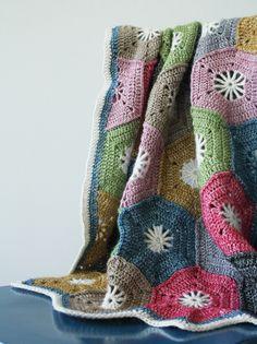 Crochet hexagon blanket, Scheepjes Stonewashed | Happy in Red