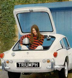 Triumph racing gal in trunk Classic Cars British, British Sports Cars, British Car, Triumph Motor, Triumph Car, Vintage Cars, Antique Cars, Automobile, Triumph Spitfire