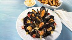 Moules jardinières au pesto   Recettes IGA   Fruits de mer, Tomates, Recette rapide