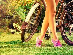 Ciclismo in Italia Dalle tranquille strade in pianura ai tortuosi sentieri sui monti per i più sportivi, l'Italia offre numerosi percorsi dedicati agli amanti delle due ruote, con piste ciclabili, ciclovie e anelli ciclopedonali interessanti, attraverso paesaggi incredibili.   Pedalando in bici, potrai ammirare scenari a impatto zero, immergerti nella natura incontaminata e nelle bellezze paesaggistiche italiane!  Sei pronto ad esplorare l'Italia in bicicletta?