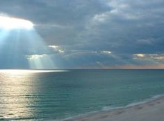 Alabama's warmth is calling! Head to the soft sands and turquoise seas of Gulf Shores, Fort Morgan, or Orange Beach