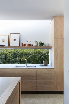 Hawthorn House - Styling by Simone Haag // Architecture by Neil Architects // Ph. - Hawthorn House – Styling by Simone Haag // Architecture by Neil Architects // Photography by Hila - Modern Kitchen Interiors, Modern Kitchen Design, Home Decor Kitchen, Interior Design Kitchen, New Kitchen, Home Kitchens, Kitchen Wood, Awesome Kitchen, Kitchen With Window