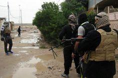 Dos coches bomba explotan en Bagdad matando a 14 personas. Uno de los atentados se produjo en una terminal de autobuses donde murieron 9 personas y 16 resultaron heridas. El objetivo de la detonación era un destacamento de voluntarios del Ejército. Bagdad, Goal, Car Bomb, Volunteers, Bombshells, Cars, People