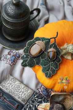 Броши ручной работы. брошь Beaded Skull, Beaded Brooch, Crochet Earrings, Bead Embroidery Jewelry, Beaded Embroidery, Beading Tutorials, Beading Patterns, Handmade Accessories, Handmade Jewelry
