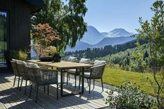You could stay all day outside with this kind of view! Outdoor Furniture Sets, Outdoor Decor, Patio, Terraces, Green Plants, Nature, The Outsiders, House, Home Decor