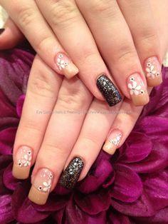 Elaine Moore's Freehand flower nail art @ www.eyecandynails......