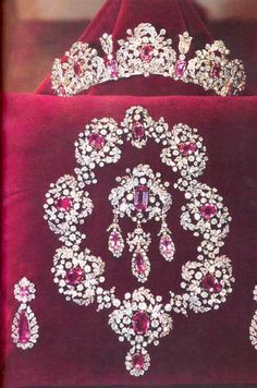 This week we bring you a very sweet, subtly colored tiara, the Savoy Pink Tourmaline Tiara. This tiara belongs to the former Italian royal family, the Savoys, and it is mostly diamonds with pink tourmaline accents. Royal Crowns, Royal Tiaras, Tiaras And Crowns, Royal Jewelry, Diamond Jewelry, Jewelry Sets, Fine Jewelry, Indian Jewelry, Or Antique
