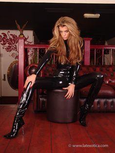 Latexotica 2009. Elle Liberachi / Arianna. Black Latex Catsuit.