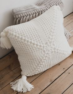 Last-Minute Crochet Gift Ideas (All Free Patterns!) — Megmade with Love -Ten Last-Minute Crochet Gift Ideas (All Free Patterns!) — Megmade with Love - PDF Crochet Pattern for the Funky Fringe Pillow Megmade with Crochet Pillow Patterns Free, Granny Square Crochet Pattern, Free Pattern, Crochet Blocks, Afghan Patterns, Sewing Patterns, Crochet Cushion Cover, Crochet Cushions, Cushion Covers