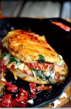 Sundried Tomato, Spinach, and Cheese Stuffed Chicken - Serves 2 - Clean Eating - Chicken recipes healthy Easy Cooking, Healthy Cooking, Healthy Dinner Recipes, Paleo Recipes, Cooking Recipes, Pizza Recipes, Cooking Tips, Meatball Recipes, Healthy Food