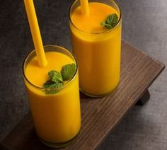 This mango turmeric anti-inflammatory smoothie is packed with natural compounds like antioxidants and curcumin that lower inflammation naturally. Fresh Tumeric Recipes, Rutabaga Recipes, Watercress Recipes, Saffron Recipes, Vegetable Smoothies, Yogurt Smoothies, Smoothie Diet, Healthy Smoothies, Healthy Drinks