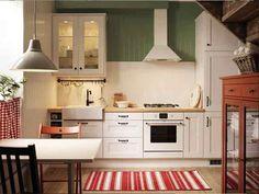 Линейная кухня белого цвета
